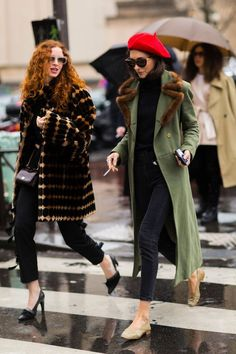Editorial Eclectic Style Essential #5: Modern Trench | NYC Street Style, fashion girls, street style trends, gucci dionysus, oversized trench coat, maximal style, gucci loafers, spring 2017 outfits