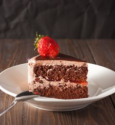 Um bolo de chocolate não é qualquer receita. Qual casa não tem uma receita guardadinha do bolo favorito de todos? Ou então aquela receita de família, que vai passando de geração em geração. Afinal, todo mundo ama bolo de chocolate.