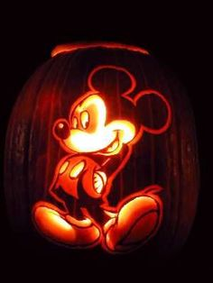 Disney Gif Mickey And Minnie Mouse Disney Pumpkin Stencils, Disney Pumpkin Carving, Pumpkin Art, Pumpkin Carvings, Pumpkin Ideas, Pumpkin Designs, Carving Pumpkins, Olaf Pumpkin, Painting Pumpkins