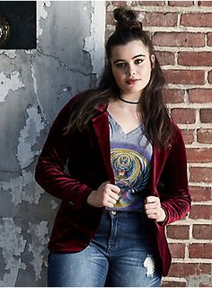"""We're taking a note out of Mick and Bianca's book with this Studio 54-approved blazer. The form-fitting, long-sleeved style gets uptown funked with yummy burgundy velvet. A single button closure keeps eyes on those curves.<div><br></div><div><b>Model is 5'9"""", size 1<br></b><div><ul><li style=""""list-style-position: inside !important; list-style-type: disc !important"""">Size 1 measures 27 1/4"""" from shoulder</li><li style=""""list-style-position: inside !important; list-style-type: disc !..."""