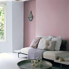 Deze kleur zou t volgens feng shui goed doen in onze nieuwe woonkamer op t zuiden kleuren uit het Flexa Strak op de muur palet zijn kleurvast en blijven dus lang mooi. Kleurgebruik: Diep Paars, Signaalroze, Oud Roze, Zachtroze en Bloesemwit.