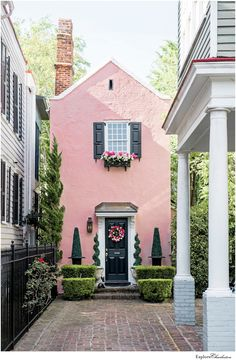Exterior Colors, Exterior Paint, Exterior Design, Style At Home, Casa Octagonal, Tiny House Movement, Charleston Homes, Charleston Style, Historic Charleston Sc