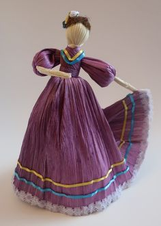 Mexican Corn Husk Doll in Purple Corn Husk Crafts, Mexican Fiesta Birthday Party, Corn Husk Dolls, Clay People, Mexican Corn, African Dolls, Mexican Heritage, Fabric Roses, Bible Crafts