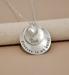 In memory of necklace- Dad - Mom - Memorial necklace - rememberance jewelry Heart Jewelry, Metal Jewelry, Silver Jewelry, Silver Ring, Engel Tattoos, Body Jewelry Shop, Hand Stamped Necklace, Memorial Jewelry, Tatoo