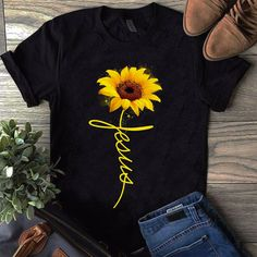 Usa sunflower shirt, sunflower clothing, drawing clothes, outfits, t 40s Outfits, Cute Outfits, Fashion Outfits, Womens Fashion, Emo Fashion, Sunflower Clothing, Sunflower Shirt, Sunflower Jewelry, Mode Kimono