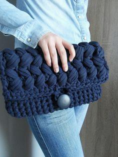 Crochet Clutch Bags, Free Crochet Bag, Crochet Tote, Crochet Purses, Love Crochet, Crochet Crafts, Knit Crochet, Crochet Bag Tutorials, Yarn Bag