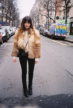 jeanne damas fur coat and skinny jeans Jeanne Damas, Fur Fashion, French Fashion, Look Fashion, Paris Fashion, Fashion Blogs, Fashion 2020, Fashion Women, Winter Wear