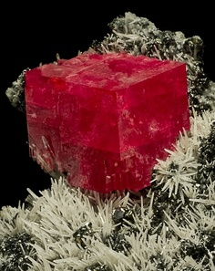 RHODOCHROSITE NESTLED AMONG WHITE QUARTZ NEEDLES - BLUE MOON POCKET – SWEET HOME MINE, ALMA, COLORADO