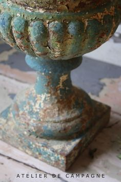 Just **KiLLer-PaTiNa**  ViNTaGe Urn - Layers of ChiPPy Old Paint!*!*!