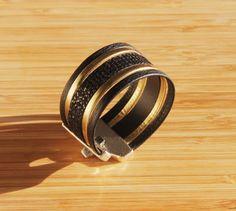Bracelet manchette cuir noir et doré : Bracelet par ccedillle