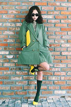 Today's Hot Pick :ワイドチェスターコート http://fashionstylep.com/SFSELFAA0006382/aurajjp/out ワイドな幅感はゆったり着心地よい1着♪ 今年も人気予感のチェスターコートです。 さらっとコットン素材を使用して、春らしく旬コーデを満喫できちゃう! お決まりのテーラードカラーで、着こなしの幅も広いです。