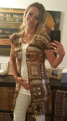Fabulous Crochet a Little Black Crochet Dress Ideas. Georgeous Crochet a Little Black Crochet Dress Ideas. Crochet Shirt, Crochet Jacket, Crochet Cardigan, Crochet Top, Long Vests, Crochet Videos, Crochet Fashion, Crochet Clothes, Crochet Patterns
