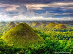 (J: I've been here 9 years ago >.The scenenery was very pretty) Chocolate Hills, Bohol, Philippines Voyage Philippines, Bohol Philippines, Philippines Travel, Visit Philippines, Manila Philippines, Cebu, Places To Travel, Places To See, Travel Destinations