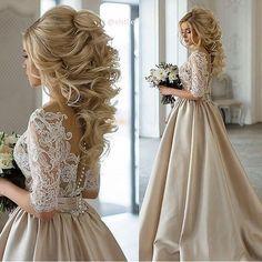 Lindo penteado, linda noiva & um vestido maravilhoso para as noivinhas que não querem usar branco! ✨ ⠀ Curta no Facebook: Blog Amor Mais Amor Acesse: www.blogamormaisamor.com ⠀