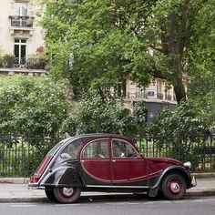 Paris. Citroen 2CV ... http://www.pinterest.com/adisavoiaditrev/boards/