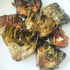 Es tiempo de alcachofas, así al horno y con unas escamitas de sal de trufa están riquísimas!! #alcachofas #ricoysaludable #sano #delicious #vitamin #enunpispas #nutritivo #verdurafresca #comidafamiliar #comidadeverdad