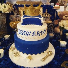 Royal prince baby shower cake. Baby Leonardo. Royal Theme cake. Crown Cake. Blue and Gold. Fondant Cake. pastel de Baby Shower para Príncipe