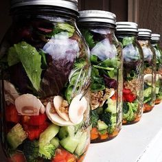 Great idea for lunch at work! 20 Salads in a Jar That Make Brown-Bagging at Work Fun. Seal your salads with a FoodSaver® Jar sealer to keep them fresher up to longer! Advocare Recipes, Healthy Recipes, Salad Recipes, Healthy Snacks, Healthy Eating, Jar Recipes, Freezer Recipes, Freezer Cooking, Drink Recipes
