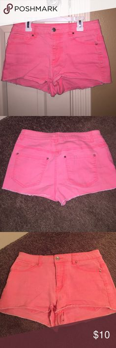Pink forever 21 shorts Pink forever 21 shorts that are super cute!!! Size 27. Has little studs on pockets. Worn more than 5 times but still in great condition and comfy!!!!! Love these shorts but they don't fit me anymore Forever 21 Shorts Jean Shorts