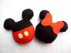 Lembrancinha Mickey e Minie em feltro , pode ser feito no palito, com argolinha de chaveiro ou fitinha lembrancinha com lápis , a unidade do lápis é cobrada a parte , R$ 0,50 ( cinquenta centavos )  pedido minimo  10 unidades R$4,50