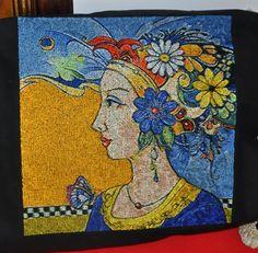 Quadro donna e fiori free embroidery design