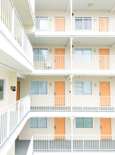 A photo guide of pastel and retro motels in Wildwood, NJ during off season. Croquis Architecture, Architecture Design, Tiny House Plans Free, Apartment Floor Plans, Small Apartment Plans, Boarding House, Student House, Luxury Decor, House Layouts
