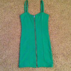 NWOT H&M Kelly Green Zip-up Dress Never worn! Super cute kelly green zip up dress. ❌No Trade ❌No Paypal ✅Bundles H&M Dresses