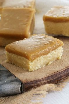 Classic Ginger Crunch Slice is part of Slices recipes - A classic Ginger Crunch Slice based on the original Edmonds Cookbook recipe with a meltinyourmouth shortbread base and delicious ginger caramel icing Cookbook Recipes, Baking Recipes, Cookie Recipes, Kiwi Recipes, Sweet Recipes, Köstliche Desserts, Dessert Recipes, Bar Recipes, Cream Recipes
