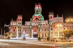 Así de preciosa se ve la Plaza de Cibeles en esta Navidad 2013  Feliz fin de semana madrileños © www.barriosdemadrid.net/fotografia
