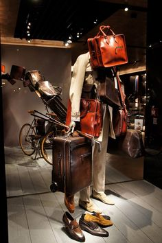 BERLUTI WINDOW DISPLAY PARIS 25.04.2014