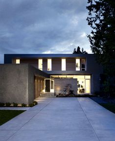 Canadian Holiday House with Clear Architectural Lines  canadian holiday house