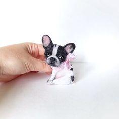 Резерв до завтра🎀#буль #бульдог #бульдожка #брошь #брошьизшерсти #авторскаяработа #авторскаяброшь #собачка #своимируками #ярмаркамастеров #bulldog #frenchbulldog #brooches #bulldogs #bulldogsofinstagram # Needle Felted Animals, Felt Animals, Needle Felting, Cute Little Baby, Little Babies, Felt Dogs, Polymer Clay Animals, Dog Pin, Felt Brooch