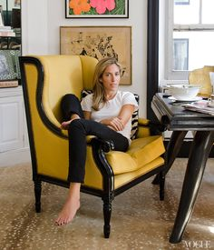 The Stylish At Home. Nicole Hanley Mellon enjoys a quiet moment in an armchair by Oly Studio after breakfast in her apartment the Pierre Hotel in New York. Love the chair! Home Office, Office Decor, Office Style, Office Chairs, Office Ideas, Antelope Rug, Vogue Home, Oly Studio, Song Of Style