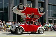 Street and Public Art, Michael Glasgow, Photographer, Houston Art Car Parade, 2007 Strange Cars, Weird Cars, Cool Cars, Crazy Cars, Volkswagen New Beetle, Beetle Car, Cincinnati, Monster Trucks, Car Mods