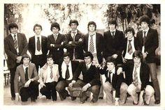 Gran foto! Gustavo Cerati junto a sus compañeros de Secundario, año 1977 (arriba a la derecha)