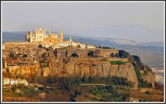 We found this beauty of a town quite by accident the last time we were in Italy---Orvieto