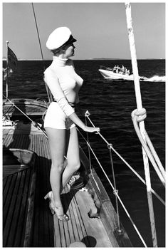 """""""Winnie of the coast of Cannes"""", // Helmut Newton. (C) Helmut Newton Estate Helmut Newton, Richard Avedon, Newton Photography, History Of Photography, Stunning Photography, Photography Women, Ansel Adams, Edward Weston, Monica Bellucci"""