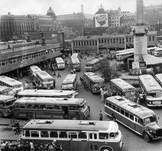 Helsingin linja-autoaseman helluntailiikennettä vuonna 1959.