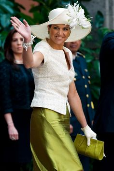 queen maxima Gorgeous,  looks like raw silk skirt - fab color!!!