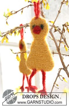 """Knitted and felted DROPS Easter chickens in """"Alpaca"""" for hanging decorations. ~ DROPS Design"""