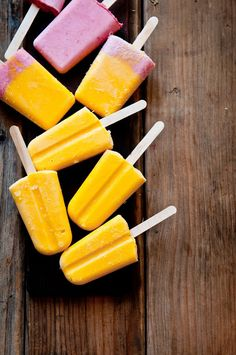 Mango Lassi and Strawberry-Honey Yogurt Popsicles. Try the Mango Lassi popsicles with coconut sugar. Yogurt Popsicles, Homemade Popsicles, Baby Popsicles, Smoothie Popsicles, Yummy Treats, Delicious Desserts, Yummy Food, Sweet Treats, Frozen Desserts