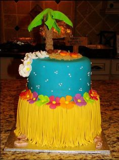 Hawaiian Cake (love it!) this is going to be my bday cake! Luau Theme Party, Hawaiian Luau Party, Moana Birthday Party, Hawaiian Birthday, Moana Party, Hawaiian Theme, Luau Birthday, Birthday Parties, Birthday Ideas