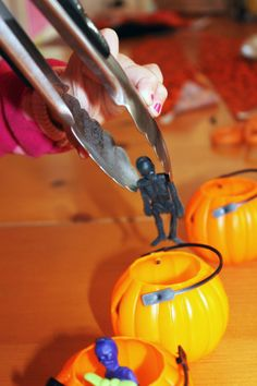 Fill the Pumpkins with skeletons to increase eye-hand coordination!