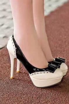 Retro Color Block and Bow Design Women's Pumps Pretty Shoes, Beautiful Shoes, Gorgeous Heels, Hot Shoes, Shoes Heels, Heeled Boots, Shoe Boots, Spike Heels, Women's Pumps