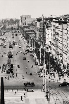 ulica Marszałkowska w kierunku północnym - zdjęcie wykonano z górnego piętra…
