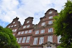I've lost count how many times I visited Hamburg, but every time I've been there it rained, at least for a couple of minutes. Walking, Mansions, House Styles, Hamburg, Manor Houses, Villas, Walks, Mansion, Palaces