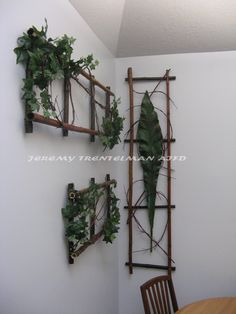 Wall Garden: Bamboo frame with a woven red dogwood accent and a touch of green for the finishing touch Red Dogwood, Flax Flowers, Plant Art, Ikebana, Botanical Art, Ladder Decor, Planting Flowers, Floral Arrangements, Floral Design