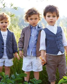 The first: he has the printed tee under a sports jacket. The second: curly hair. The third: flawless - adorable from head to toe. Men, please replicate this look.