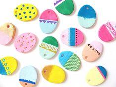 mal de færdige æg med akryl maling Easter Arts And Crafts, Diy And Crafts, Diy For Kids, Crafts For Kids, Easter Cupcakes, Diy Clay, Creative Kids, Toddler Crafts, Hygge