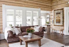 Vicky's Home: Luminosa cabaña de madera / Bright wooden house